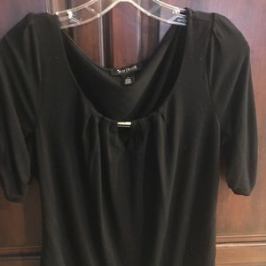 White House black Market black top. Excellent con